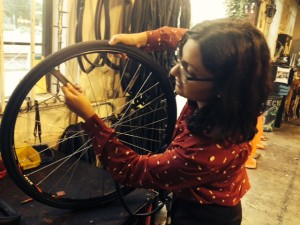 Sacramento Bicycle Kitchen Girls on the Grid Tube Changing Do-it-yourself